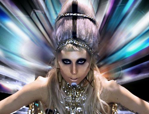 שוברת שתיקה: ליידי גאגא חושפת את עטיפת התקליט החדש
