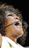 הזמרת וויטני יוסטון מתה בגיל 48