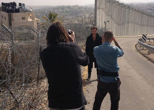 פיצוץ מטען חבלה ליד צילום קליפ לסרט רוק בקסבה