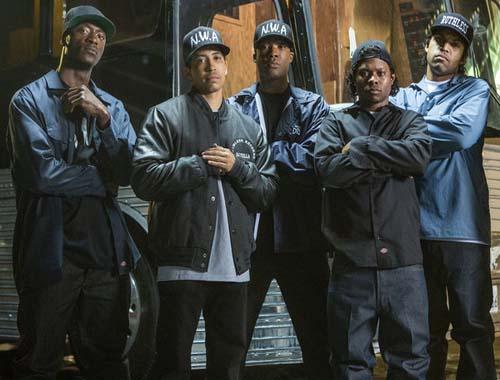 שוברי קופות - Straight Outta Compton מפתיע בגדול
