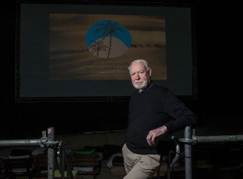 המבקר הוא גשר בין היוצר לצופה: ראיון עם דיוויד סטרטון