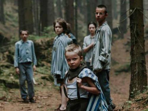 לכבוד יום השואה הבינל: ראיון עם אדריאן פנק, במאי איש זאב