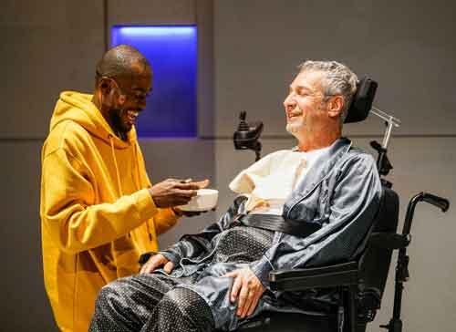 חי את הבמה: ראיון עם אלון אופיר, במאי ההצגה מחוברים לחיים