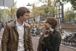 Loading The Fault in Our Stars Pics 3 -  תמונה מספר 3 מהסרט אשמת הכוכבים ...